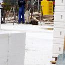 Die erste Steinreihe im Mauerwerk ist gesetzt (06.08.2012)