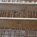 Bevor der Beton kommt: Stahlarmierungen für die Treppe (05.09.2012)