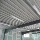 Die ersten Deckenleuchten im Gymnastikraum sind montiert (28.01.2013)